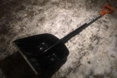Петербургские чиновники получили именные «лопаты Беглова» для уборки улиц города от снега