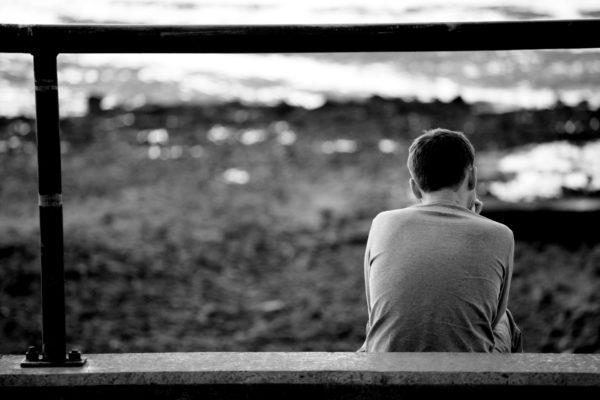 Фото одинокого полростка