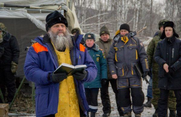 Хабаровский митрополит посетил штаб по ликвидации обвала на Бурее