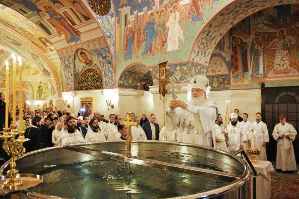 Патриарх Кирилл: Освященная в Крещение вода есть зримый знак присутствия Духа Святого в роде человеческом