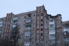 МЧС: В Шахтах из разрушенного взрывом подъезда спасли 43 человека