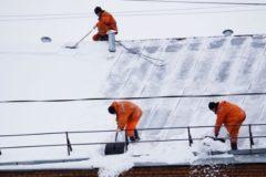 Двое человек погибли за неделю в Москве от падения с крыш снега и льда