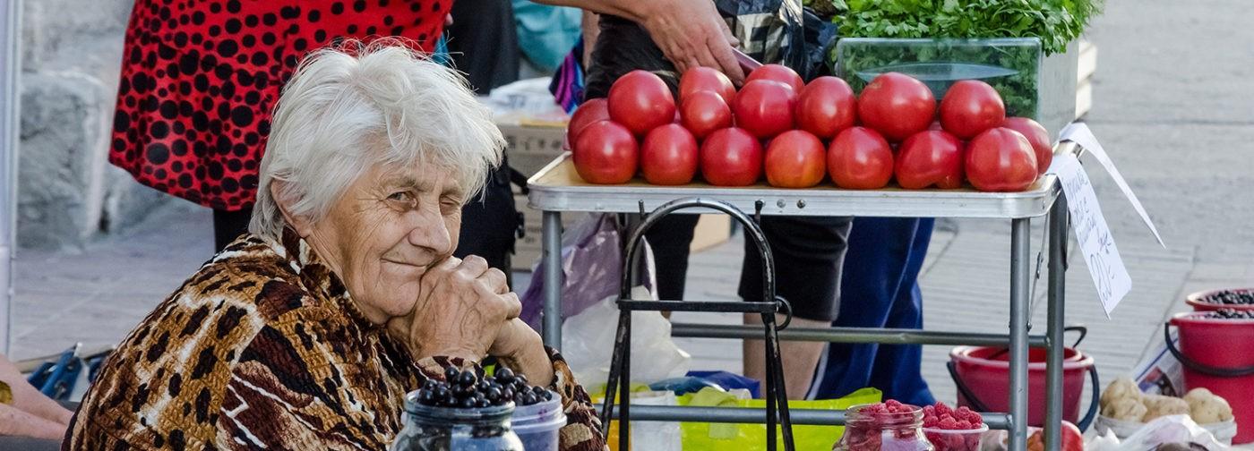 Сантехники, репетиторы и бабушки с капустой. Кому грозит налог на самозанятых