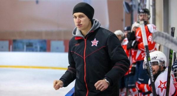 В Нижегородской области тренер спас жизнь хоккеисту во время игры (+ видео)