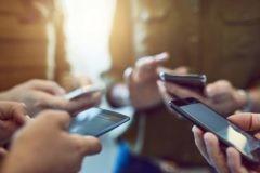 Сенаторы предлагают сделать платной регистрацию всех  мобильных устройств с выходом в интернет