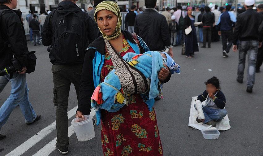 Современное рабство. Мужчина за 25 тысяч, бабушка за 50, и сколько живут дети на руках у нищенок