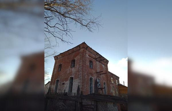 Башкирский бизнесмен выложил дорогу из кирпичей церкви-памятника архитектуры