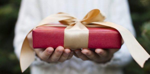 Врачей и учителей не будут ограничивать в подарках