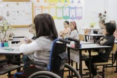 Почти 15% родителей детей-инвалидов не смогли устроить ребенка в школу или детсад