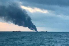 В Керченском проливе загорелись два судна, погибли 10 человек