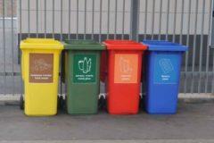 Опрос: Каждый четвертый россиянин сортирует мусор, но желающих больше