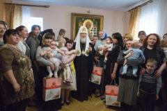 Русская Церковь откроет 50 новых центров защиты материнства и 13 приютов для мам