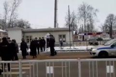 Жители новгородского поселка перекрыли трассу, протестуя против закрытия больницы