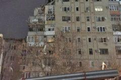МЧС предупредило об угрозе обрушения дома в Шахтах, где взорвался газ