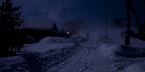 В Красноярском крае полицейские нашли ночью на улице босую девочку
