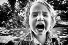 «Делает назло, выпрашивает и картинно хнычет». Умеют ли дети манипулировать?