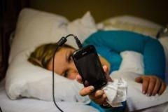 Мы засыпаем и просыпаемся со смартфонами в руках. Стив Джобс бы этого не одобрил