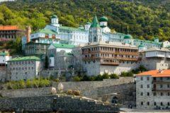 СМИ: Три афонских монастыря закрыли ворота перед делегацией новой украинской церкви