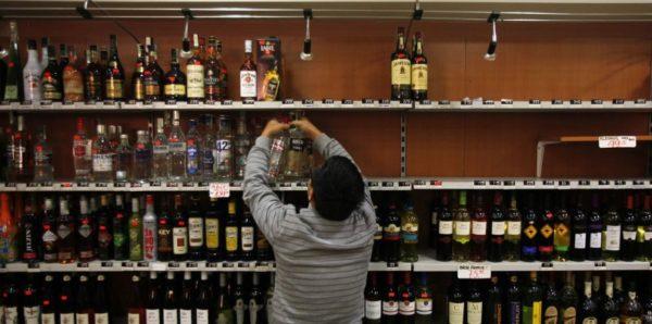 Министр здравоохранения: 70% смертей трудоспособных мужчин связаны с алкоголем