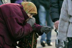 Медведев предложил оценивать уровень бедности россиян не по доходам, а по расходам