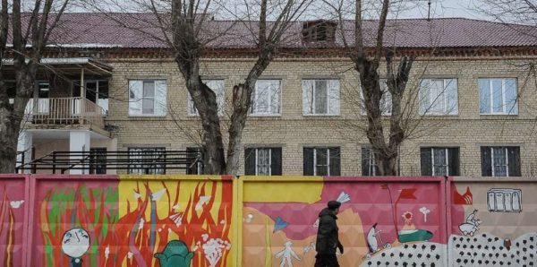 В российских детдомах остаются более 73 тысяч детей