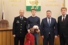 В Челябинске одиннадцатиклассник задержал вора, ограбившего соседку