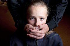 «То, что делал с тобой твой отчим – не насилие». Так говорят детям их близкие люди