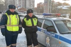 Омские автоинспекторы спасли пятилетнего мальчика, потерявшегося на улице в мороз
