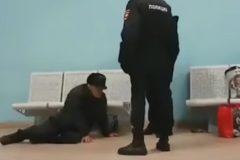 В Башкирии проверят полицейских, скинувших пожилого мужчину со скамейки