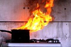 В Пензе во время пожара чуть не погибли дети, оставленные дома без присмотра