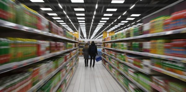 Торговым сетям предложили бесплатно раздавать еду с истекающим сроком годности