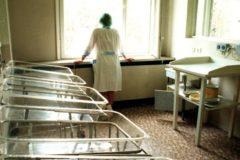 Москвичи и врачи провели акцию против закрытия роддома в Зюзино