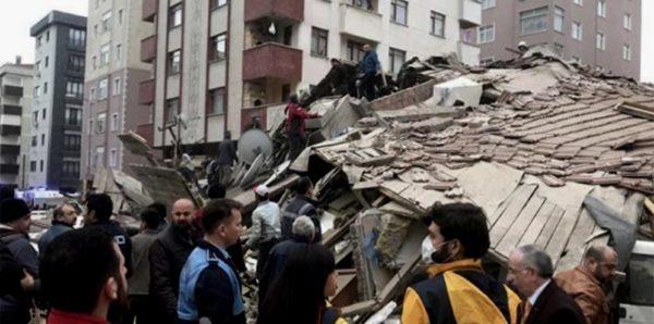 В Стамбуле спасли подростка из-под завалов дома, рухнувшего два дня назад