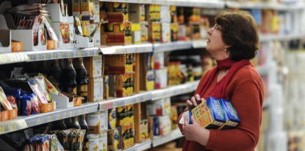 Россияне с начала года стали больше тратить на бензин и продукты