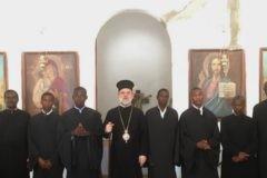 В Танзании одновременно крестились более 500 человек