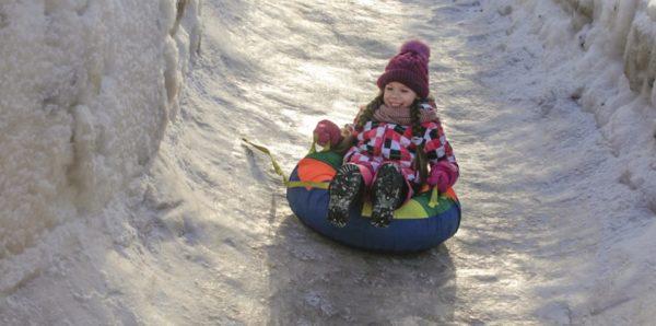 """За зиму более 20 детей поступили в центр Рошаля с травмами после катания на """"ватрушке"""""""