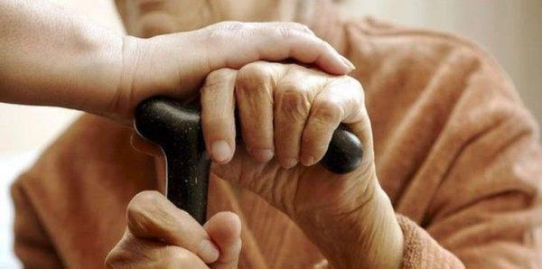 На уход за пожилыми людьми и инвалидами регионам выделили 295 млн рублей