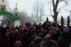 Сторонники новой украинской церкви избили настоятеля храма УПЦ в Тернопольской области