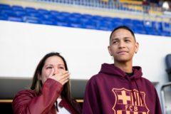Год назад школьник спас 20 человек при вооруженном нападении. «Барселона» помогла своему болельщику встать на ноги
