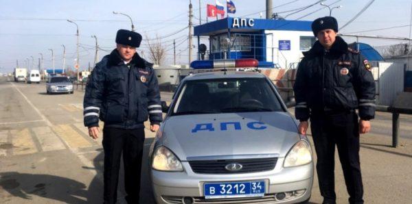 В Волгограде инспекторы ДПС спасли двухлетнего мальчика, у которого остановилось дыхание