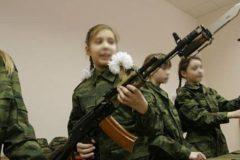 """""""Ребенок боится автомата"""": Сенатор предложил вернуть в школы начальную военную подготовку"""