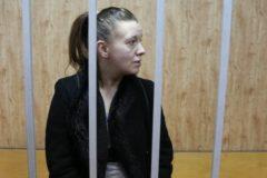 Мать брошенной в квартире пятилетней девочки арестована на два месяца