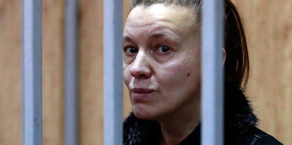 Девочка из замусоренной квартиры в Москве прожила одна три дня