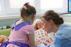 Тетя хочет удочерить девочку, найденную в замусоренной квартире в Москве