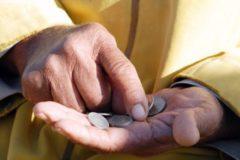 Росстат сообщил о снижении уровня бедности в стране