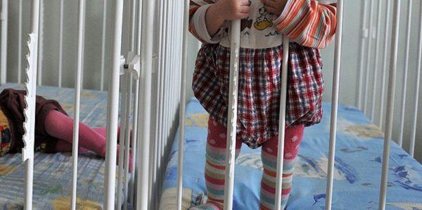 Число сирот в России сократилось, но среди них стало больше подростков и инвалидов