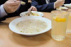 В Минпросвещения назвали недопустимым перекладывание вопросов питания в школе на родителей
