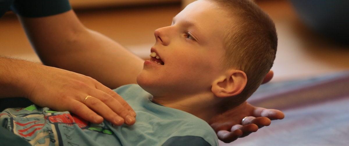 Если ребенка нельзя вылечить, то и не надо ему помогать? Что не так с проектом Минздрава о реабилитации