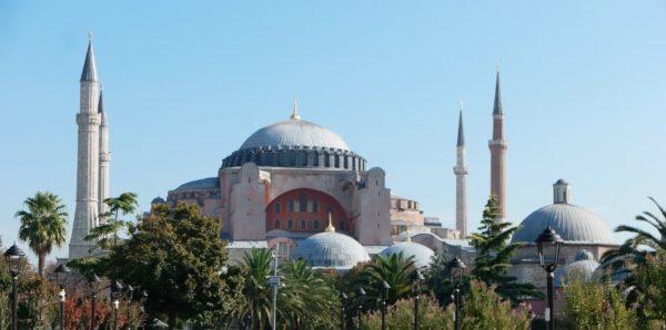 МИД Греции назвал оскорблением попытки сделать собор Святой Софии мечетью