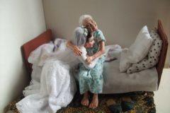Бабушка рядышком с дедушкой. Кукольные миниатюры Ирины Верхградской